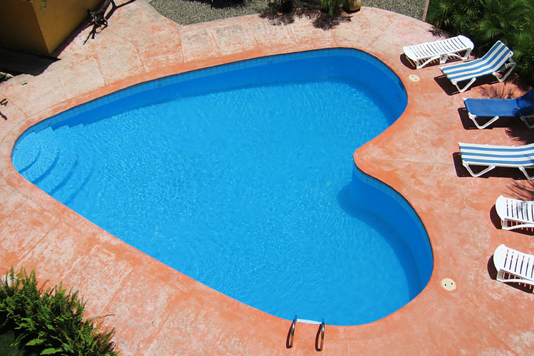 heart-shaped-pool